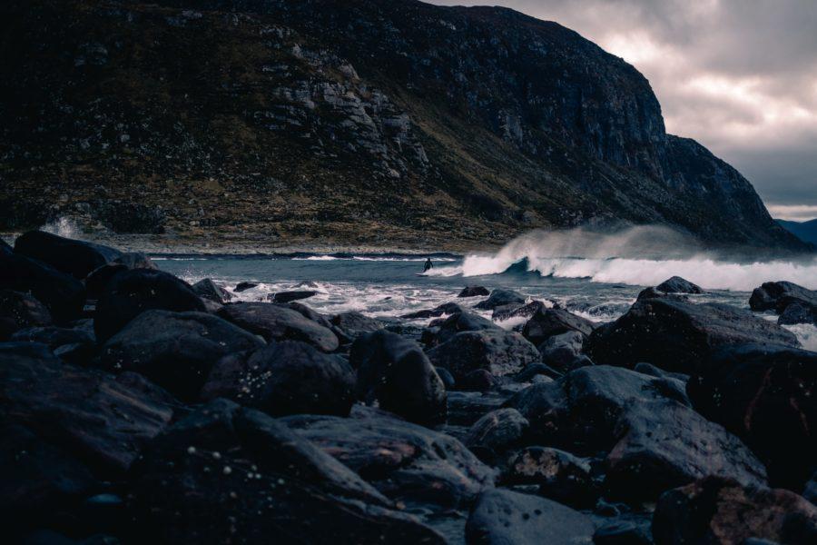 寒い海でも波乗りする理由と真冬サーフィンの魅力5選