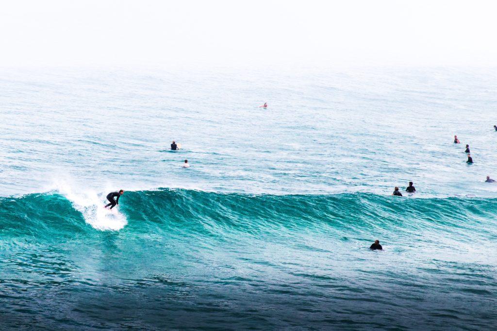 誰かが波に乗っていたら潔く諦めて譲ろう