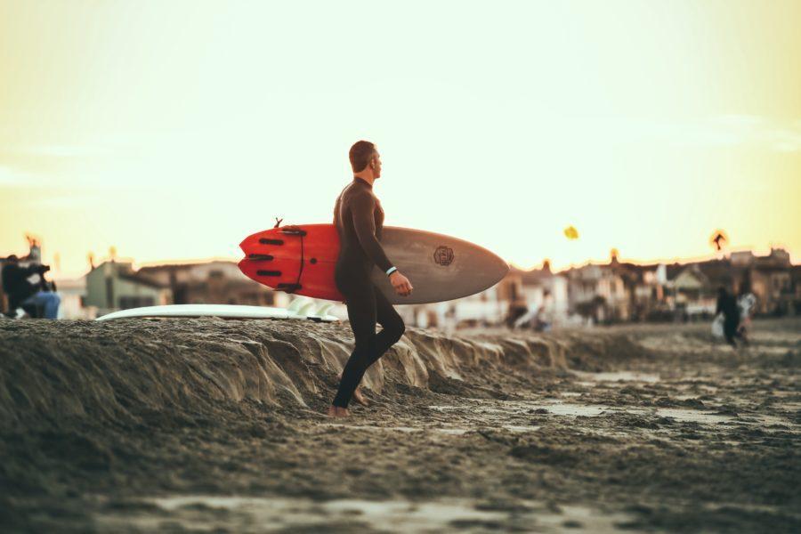 どれを選べばいい?サーフィン用ウェットスーツの種類と違い