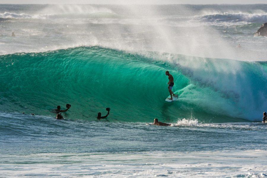 水中撮影は、最も体力がいるサーフィンの撮影方法