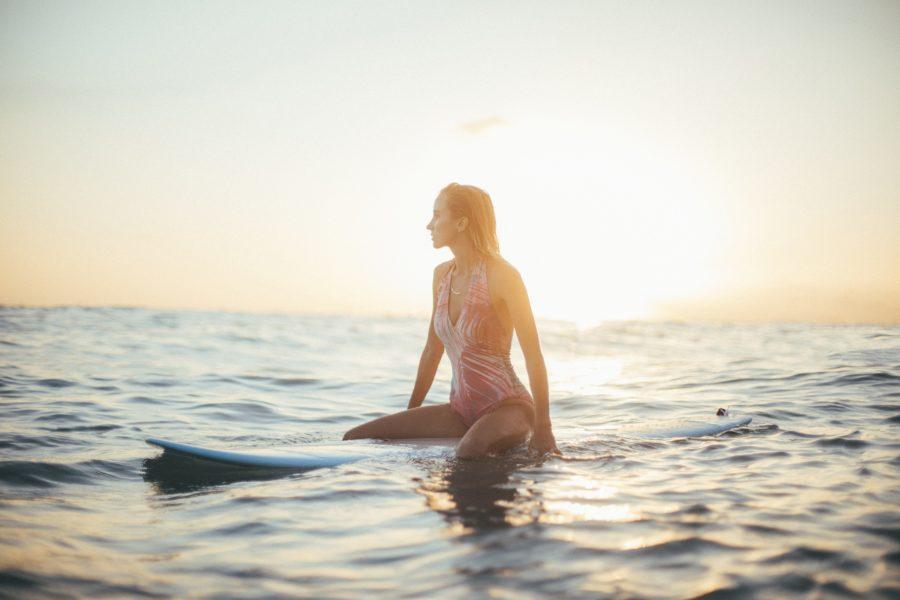 サーフィンを始める前に知っておきたい!美しく格好いいサーフィンのスタイルを持つ女子サーファー5選