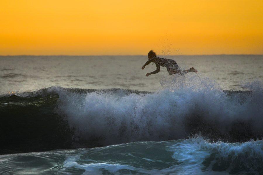 どんなに運動神経が良くてもサーフィンは難しい