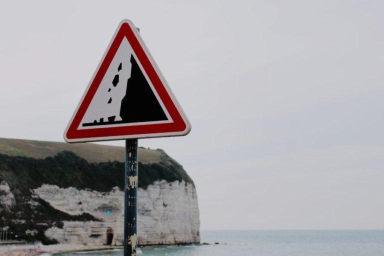 始める前に知っておくべきサーフィンの危険性