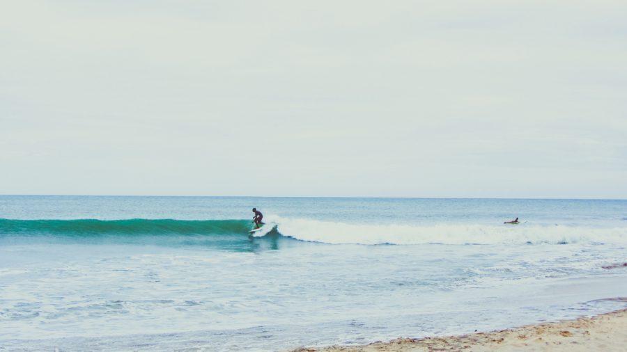 いい波の選び方と波を待つコツ【乗れる波を見極める方法】