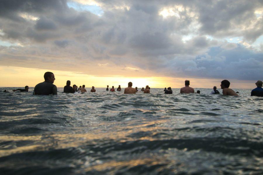 混雑がひどいサーフスポットでのサーフィン!【入水前に考えたいこと4つ】