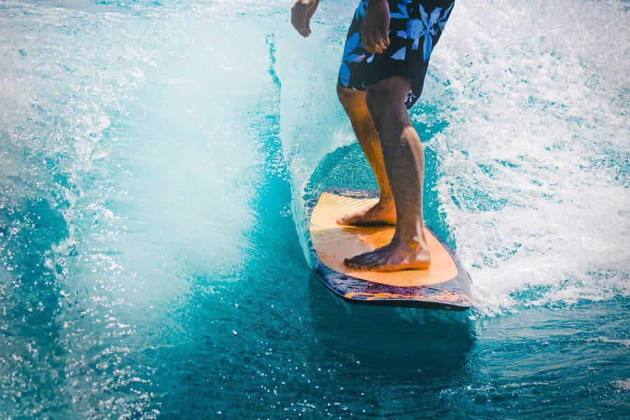 デッキパッドはサーフィンに必要?【役割と正しい付け方】