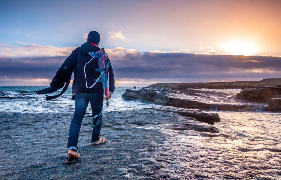 リーフブレイクや岩場でサーフィンをする際に気をつけたいこと