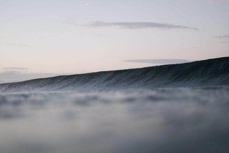 サーフィンと波の関係