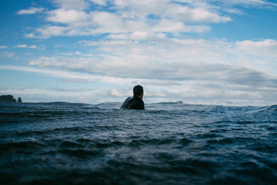 【水温と時期別】サーフィン用ウェットスーツの選び方