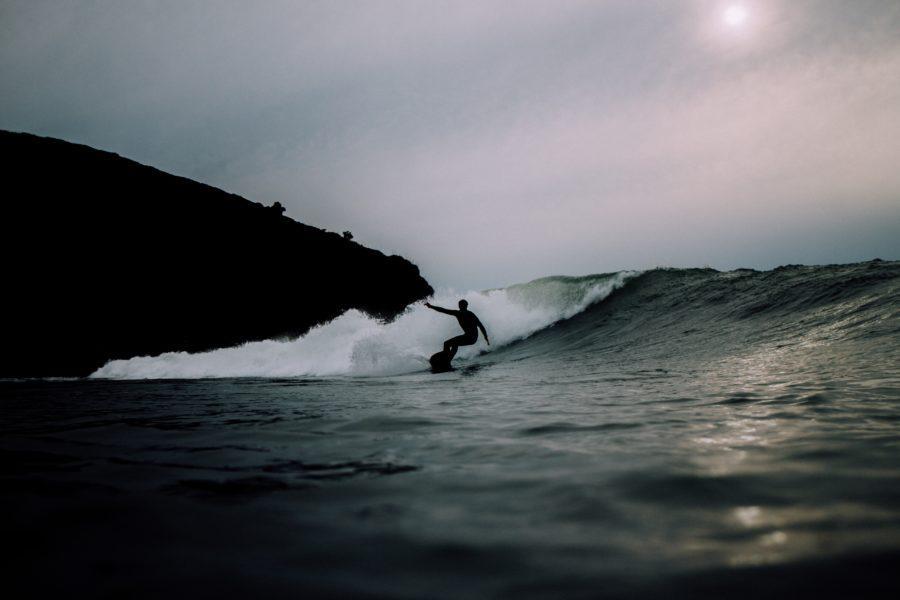 サーフィンは割れて行く波に乗らなければならない