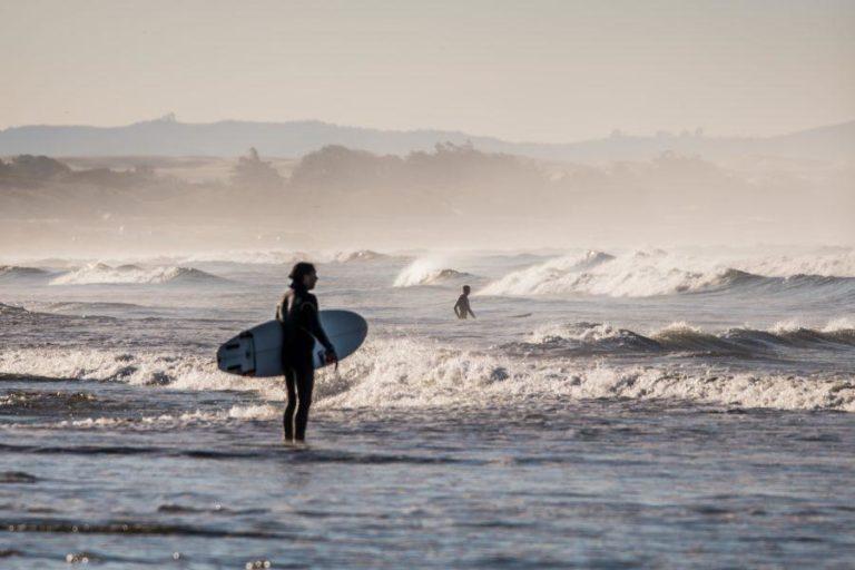 サーフィン初心者が抱える悩みを解決する方法