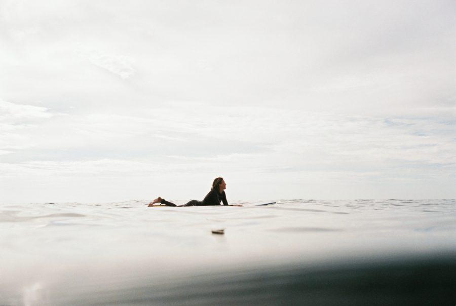 サーファーは幸せを自分で生み出すことができる